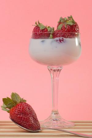 strawberies: fresh strawberry