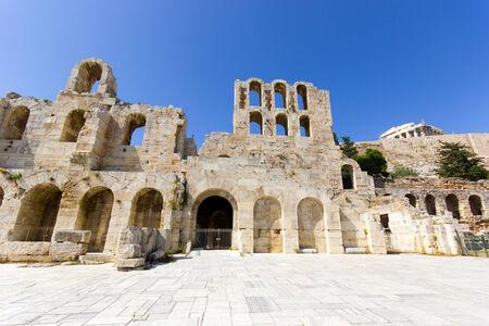 teatro antiguo: monumentos del antiguo teatro en el centro de la ciudad de Atenas en Grecia Foto de archivo