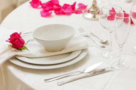 set up: set up of a wedding table decorated with flowers Stock Photo