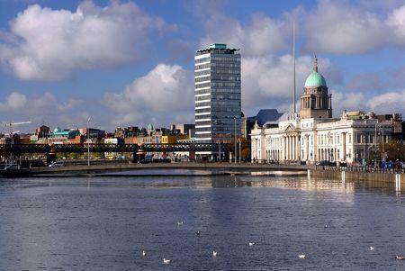 sean: Veduta di Custom House di Dublino da Se�n O'Casey Bridge, Dublino