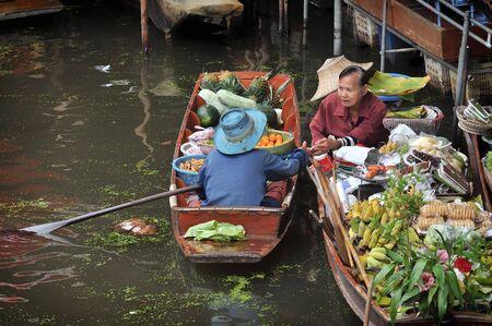 damnoen saduak: RATCHABURI, THAILAND - NOVEMBER 24: Selling and buying their own products on the boat at Damnoen Saduak floating market in RATCHABURI THAILAND on NOVEMBER 24, 2013