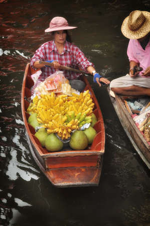damnoen saduak: RATCHABURI, THAILAND - NOVEMBER 24: Tropical fruits product in boat for selling at Damnoen Saduak floating market in RATCHABURI THAILAND on NOVEMBER 24, 2013