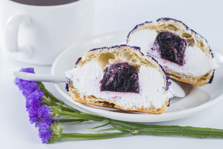 shu: cut in half a cake blueberry shu decorated with purple flowers of statice Stock Photo