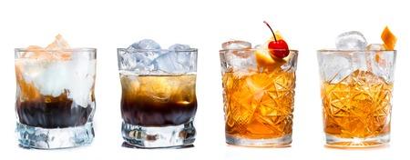 conjunto de cócteles alcohólicas aislados