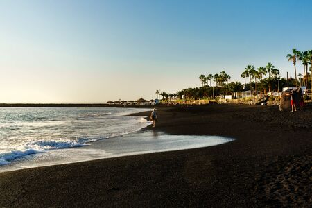 Black volcanic sand Beach on the island of Tenerife, Santa Cruz de Tenerife, Canary Islands, Spain. Beach of Las Americas with views of the sea and the waves on the black sand Banque d'images