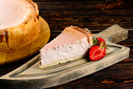 strawberry cheesecake rustic, Piece of law-fat cheesecake with strawberries