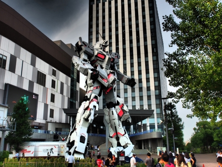 Real Scale Unicorn Gundam Robot Model at Diver City Tokyo Plaza Mall in Odaiba