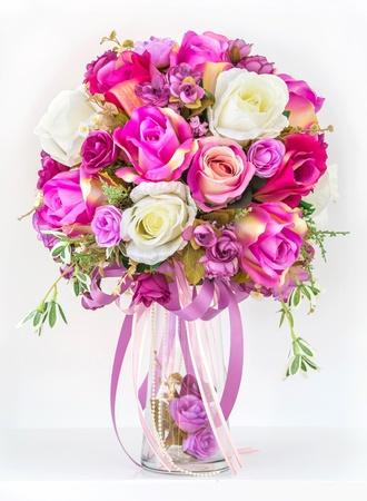 bouquet fleur: Bouquet de roses dans un vase Banque d'images