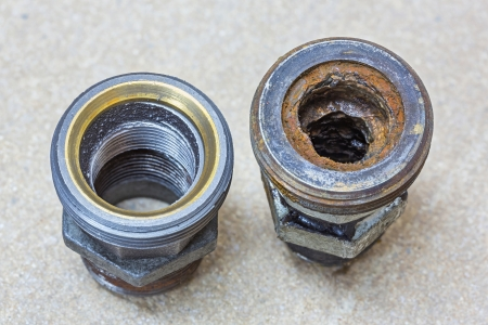 desague: Escala en la tuber�a vieja y com�n despu�s de a�os de uso