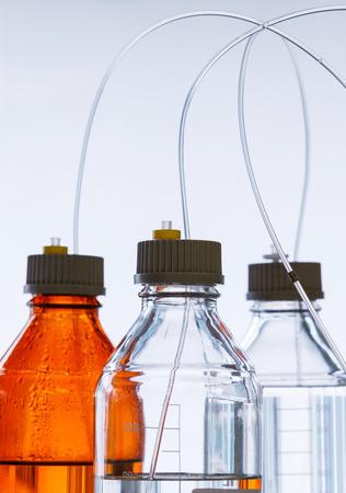 alto rendimiento: Cierre de la botella de color �mbar claro y con manguera de pl�stico para la cromatograf�a l�quida de alta resoluci�n - HPLC