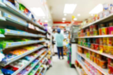 tiendas de comida: Tienda de conveniencia borrosa disparo de la cámara que se mueve con velocidad de obturación lenta