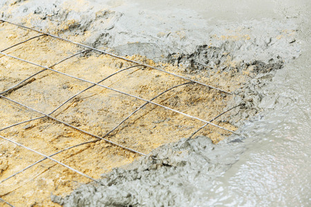 wire mesh: Close up wire mesh and wet cement in concrete floor pouring process