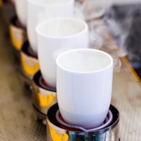 crisol: Cierre de crisol en el proceso de incineraci�n, laboratorio de qu�mica Foto de archivo