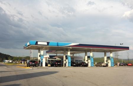 gasolinera: Estaci�n de servicio, cafeter�a y �rea de descanso