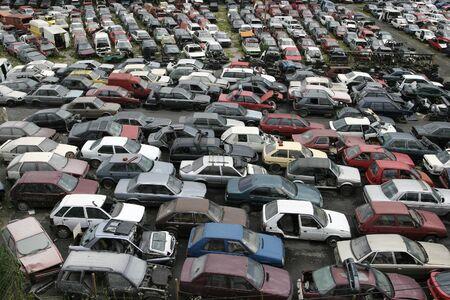 desechos toxicos: La chatarra de coches, chatarra, reciclaje Foto de archivo