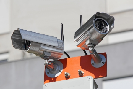 Two security cameras for monitoring building structure Stockfoto