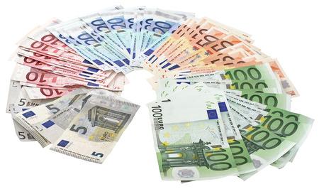 billets euros: Un paquet de billets en euros isolé sur un fond blanc Banque d'images