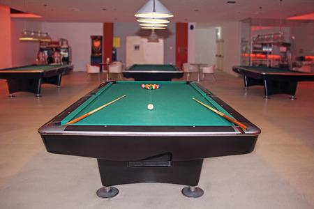 billiards room: Billiard table in an empty hall to play Editorial
