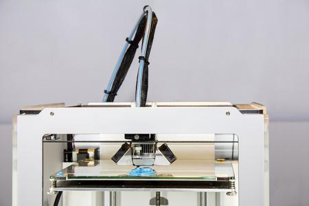 impresora: Tres impresora tridimensional, Impresión con azul alambre plástico