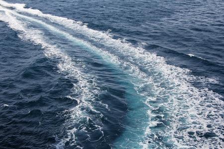 青い海でスピード ボート トレース 写真素材