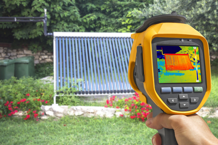 Recording Vacuum solar water heating system With Thermal Camera