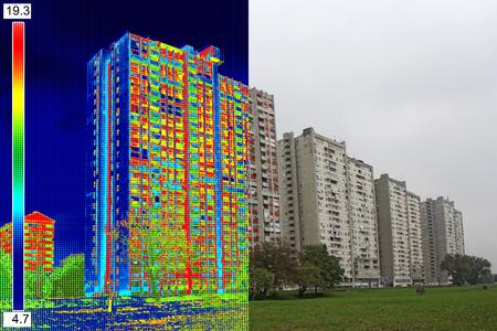 Infrarot- und Realbild zeigt fehlende Wärmedämmung an Wohngebäude