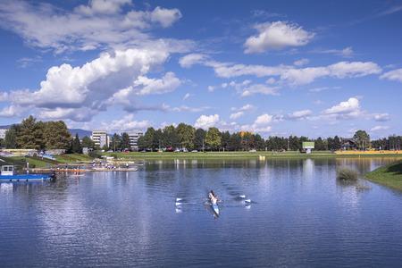 Junges pepole Trainingsrudern auf dem See Jarun in Zagreb, Kroatien
