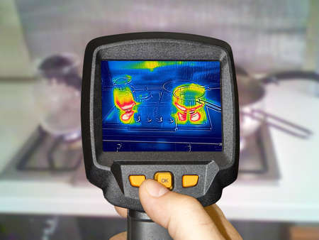 Recording whit Thermal camera, cooking on a gas stove Stockfoto