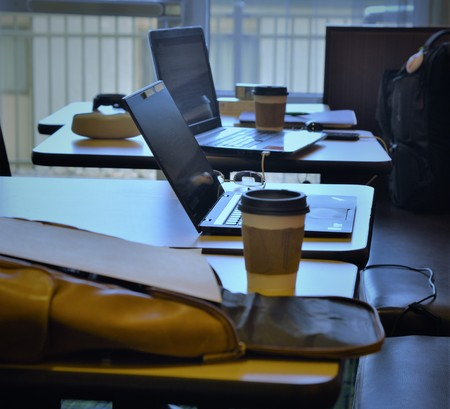Two laptos, two coffee cups and the loneliness of working from hotels while traveling for business 写真素材 - 114125286