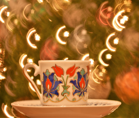 Crescent Moon and Star shaped bokeh resembling the Flag of Turkish Republic creates the illusion as if it was coming out of Turkish Coffee Cup Banque d'images - 114126287