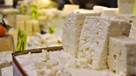 White Feta Cheese in Turkish market Banque d'images - 118387541