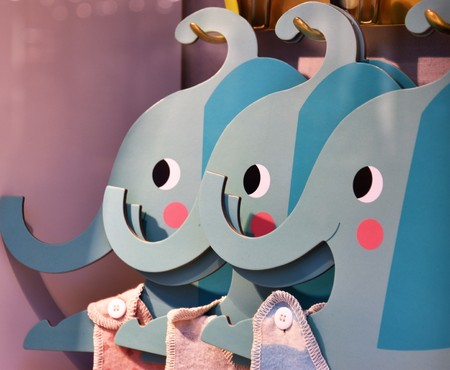 Three cute baby elephant hangers Banque d'images - 118387545
