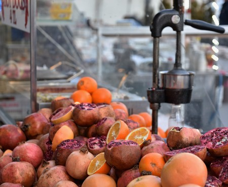 Pomegranate Juice stand in Turkey Banque d'images - 118387573