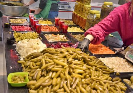 Pickle varieties sold in market Banque d'images - 118387550