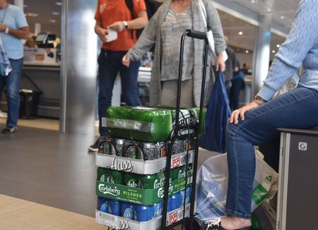 Sandefjord, Norway, August 2016 - Photos showing Norwegian shoppers hoarding cheap alcohol such as beers in Sweden due to excessive taxes in Norway Publikacyjne