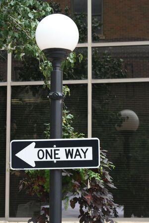 One Way Street signe sur un lampadaire  Banque d'images - 575875