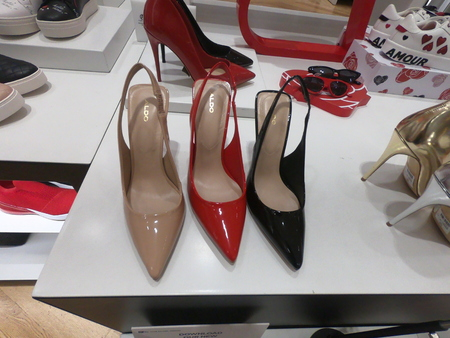 Dubai February 2019 - Stylish and Classic High Heals Shoes displayed for sale at Aldo Shop in Dubai Mall. Redactioneel