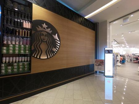 Dubai UAE - May 2019: Starbucks Coffee Dubai branch front. Front of the Starbucks coffee shop with Starbucks logo. Redactioneel