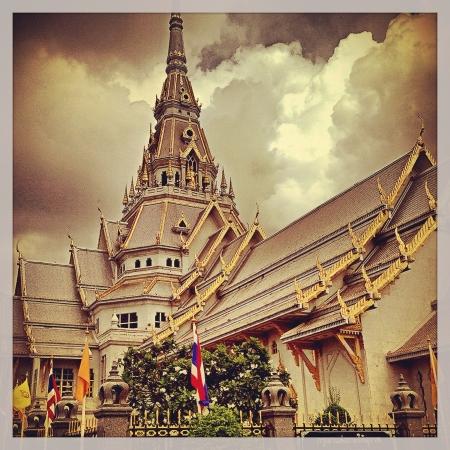 merit: make merit at Wat Sothorn