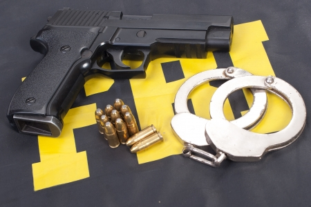fbi concept with gun ammo and handcuffs  Banque d'images
