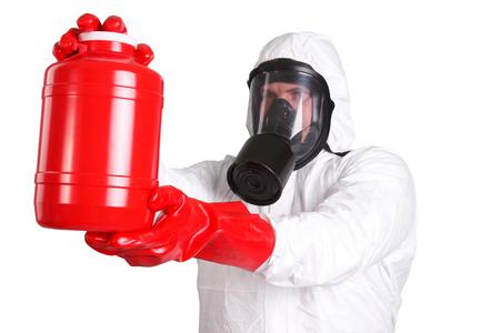 mascara de gas: Hombre en un traje de protección química aislado en blanco