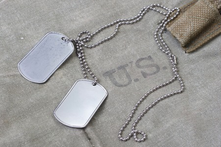 us army uniform with blank dog tags background Banque d'images