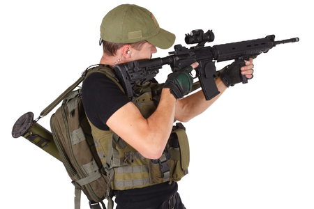 rifleman: fusilero con el rifle m16 aislado en blanco Foto de archivo