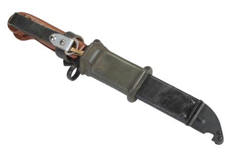scheide: AK 47 Bajonett mit Scheide isoliert auf wei�