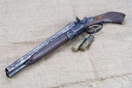 Sawn-off shotgun with cartridges