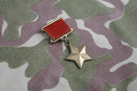 The Gold Star medal is a special insignia that identifies recipients of the title Hero in the Soviet Union on Soviet camouflage uniform Banco de Imagens