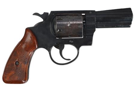 Revolver op wit wordt geïsoleerd dat