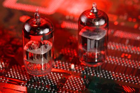 Elektronische Vakuumröhre auf Platine