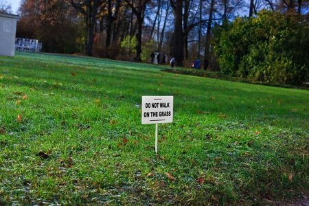 dont walk: Dont walk on the grass