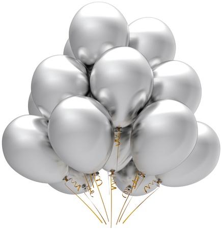 globos de cumplea�os: Globos de parte de plata. Decoraci�n de aniversario de vacaciones moderno cumplea�os blanco. Concepto alegre de felicidad. Se trata de una detallada representaci�n tridimensional 3d. Aislados en fondo blanco